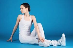 Важно как можно чаще делать упражнения, препятствующие появлению  сутулости